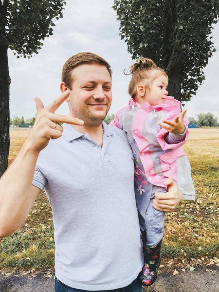 Артем Осишнюк с дочкой